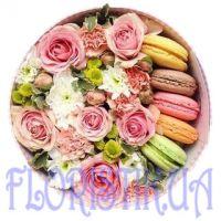 Коробка цветов с печеньем