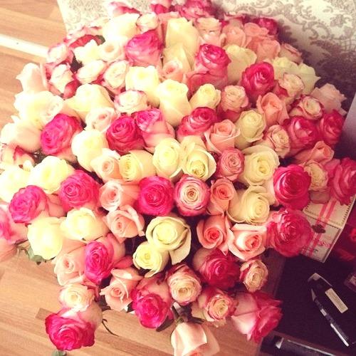 Купить букет цветов с доставкой недорого в Москве