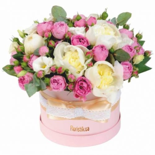 Пионы, орхидеи и фрезии в коробке